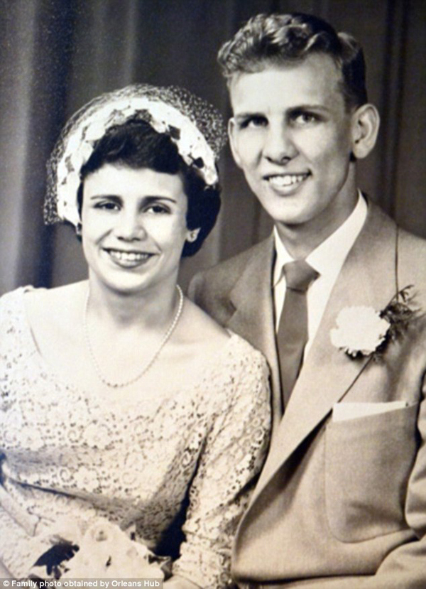 couple-married-for-60-years-die-holding-hands