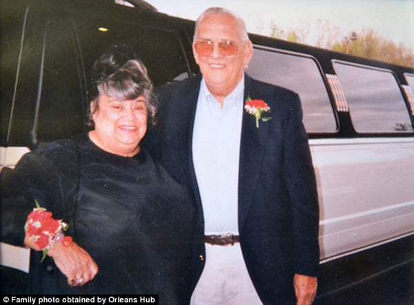 couple-married-for-60-years-die-holding-hands1