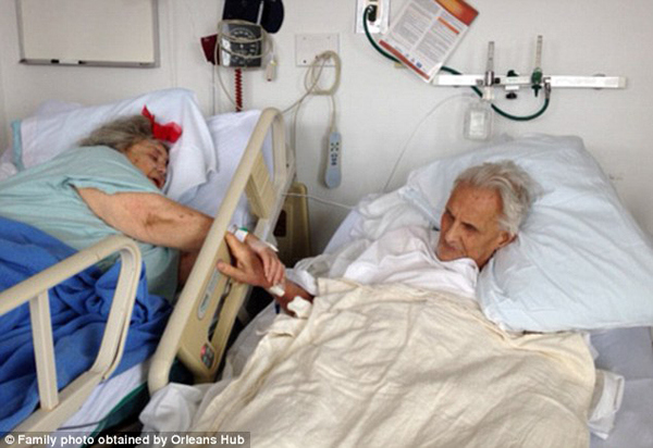 couple-married-for-60-years-die-holding-hands2